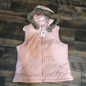 NWT Large Women Pink Vest With Fur